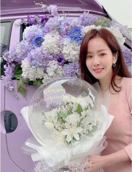 Actress Han Ji Min Thanks Kim Hye Soo For Her Sweet Coffee Truck